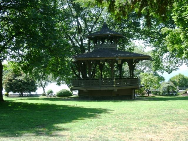 Alexandra Park Haywood Bandstand